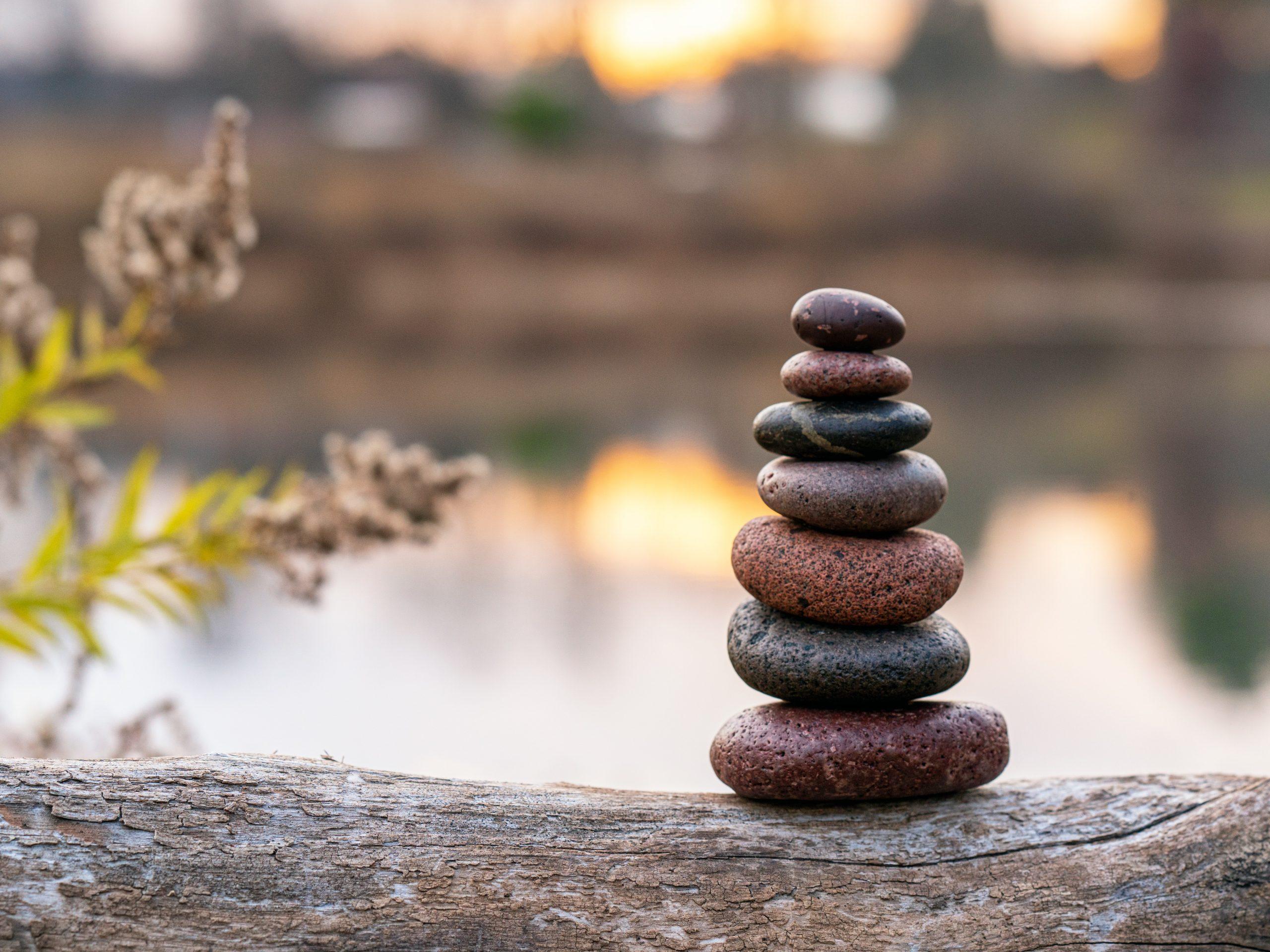 Je vous propose une carte vous donnant accès à 11 massages dans l'année, en tarif réduit : 700€ pour 11 séances d'1h. La sérénité pour une année entière!!